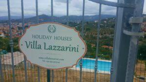 La nuova insegna di Villa lazzarini Holiday Houses